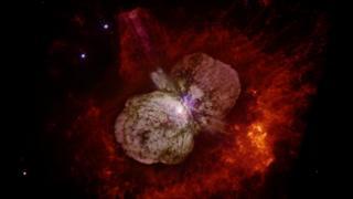 Eta Carinae, estrela mais luminosa da Via Láctea, perderá nuvem de poeira que hoje ofusca seu brilho quando vista da Terra.