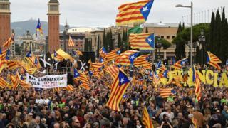 کاتالونیانظرسنجیها حاکی از آن اند که همهپرسی با رقابت فشردهای همراه خواهد بود