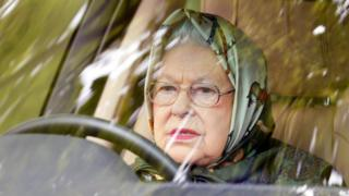 Елизавета II за рулем