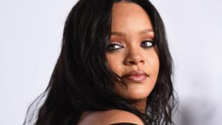 American female singer Rihanna deny friendship wit drake