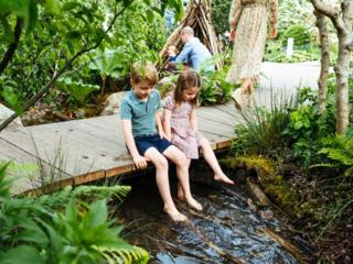 prince-george-and-princess-charlotte-dangling-their-feet-over-a-stream.