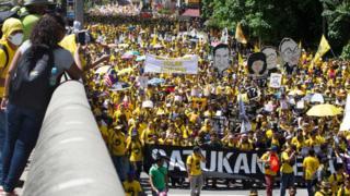 Polis, göstericilerin kentin ana meydanı olan Bağımsızlık Meydanı'na girmesine izin vermedi.