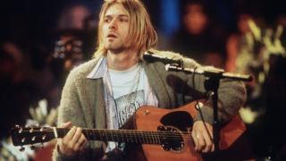 Курт Кобейн з гітарою