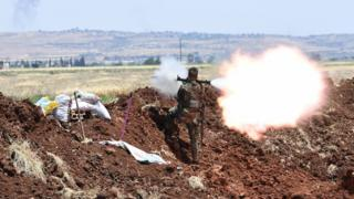 قوات حكومية تطلق النار تجاه مناطق تخضع لسيطرة المعارضة