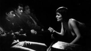 """Тиш Мурта """"Карен с клиентами в клубе Sunset Strip"""" из серии """"Ночной Лондон"""""""