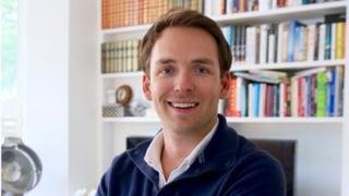 """Марк Маклейн, которого благодаря успехам его учеников прозвали """"суперучителем"""", берет за часовой урок от 150 до 1000 фунтов (195-1300 долларов)"""