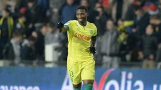 En quarante et une sélection, le joueur de 29 ans a marqué 4 buts avec les Eperviers.