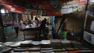 Venta de libros en el Mercado Oriental, en Managua, Nicaragua.