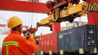 Estibadores en puerto de China.