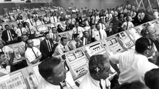 US-Apollo-11-control-room.