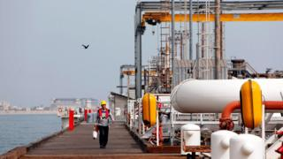 нефтеперерабатывающее предприятие в Иране, остров Харк