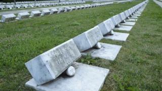 """""""世界之最""""意大利瓦依昂大坝1963年滑坡事故造成约两千人死亡。"""