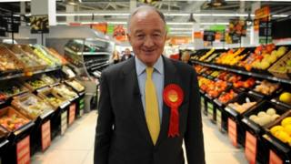 Ken Livingstone campaigning in 2012