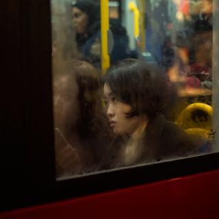 Mujer en un autobús
