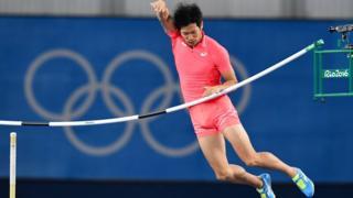 Hiroki Ogita saltando