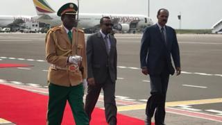 Prezida wa Eritrea Isaias Afwerki ariko aragendera Ethiopia ubwa mbere kuva bitanye mu mitwe bipfa urubibe mu 1998.