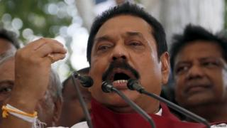 Former Sri Lankan president Mahinda Rajapaksa speaks to his supporters at his residence in Medamulana (01 July 2015)