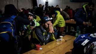 Corredores de una ultramaratón que atraviesa Francia, Italia y Suiza.