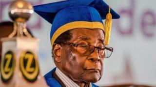 穆加貝出席畢業典禮