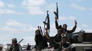 عناصر في الجيش الوطني الليبي يتجهون صوب طرابلس