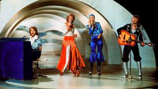 ABBA playing 'Waterloo' at the 1974 eurovision contest.