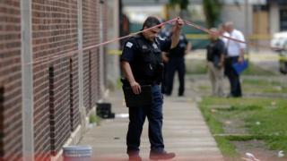 지역 경찰관 에디 존슨은 기자들에 온 도시가 지쳤다고 말했다