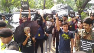 Aksi massa Kamisan di depan kantor Komnas HAM