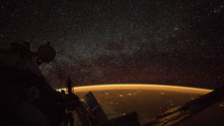 Amanecer en el espacio.