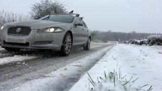 Cars in the snow on the A820 Doune to the Dunblane road