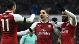 Wachezaji wa Arsenal wakifurahia ushindi wa mabao manne dhidi ya Crystal Palace