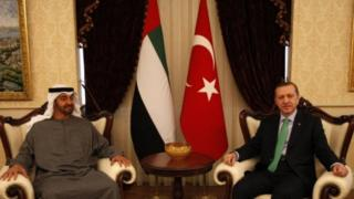 الرئيس التركي رجب طيب أردوغان (حينها كان رئيسا للوزراء) وولي عهد الإمارات الشيخ محمد بن زايد آل نهيان (أرشيف)