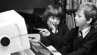 діти за комп'ютером