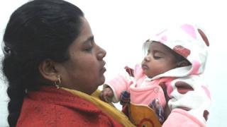 आप विधायक सरिता सिंह अपने बेटे के साथ