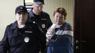 Масляева и эскорт в суде