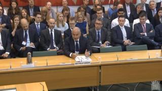 菲利普·格林爵士在议会回答质询