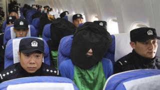 2016年4月,中國公安把在外國拘捕的中國大陸藉和台藉的電騙嫌犯押送到大陸。