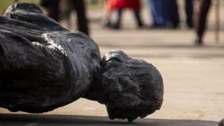 Una estatua de Colón derribada en Minnesota