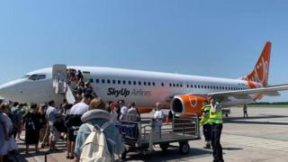Літак авіакомпанії в аеропорту