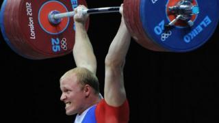 Андрей Деманов во время соревнований по тяжелой атлетике среди мужчин в весовой категории до 94 кг на ХХХ летних Олимпийских играх