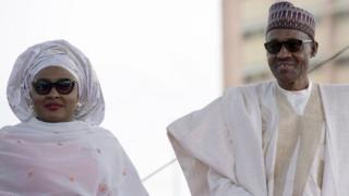 Aisha Buhari, yafotowe n'umugabo mu 2015