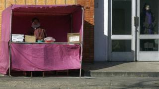 Продавец мороженго в Северной Корее