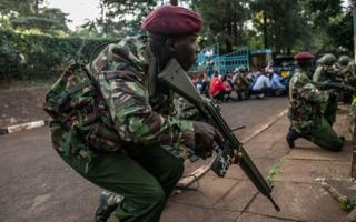 Kenyan security forces take cover after hearing gunfire coming from the Dusit Hotel complex on January 15, 2018