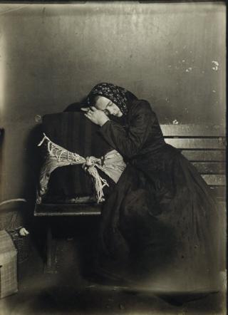 Русская женщина-иммигрантка на острове Эллис, 1907 год