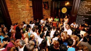 В Рио-де-Жанейро можно танцевать самбу всю ночь напролет