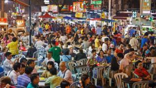 晚上是體驗吉隆坡飲食文化的好時候,夜市(pasar malams)則是絶佳的去處。