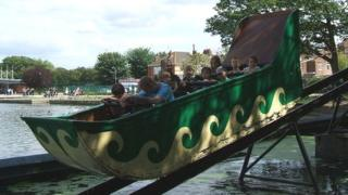 Splash boat ride