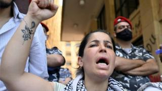 Woman protests outside Ministry of Economy, Beirut (18/05/20)