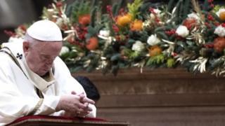 Papa Francis mu misa yo mw'ijoro rya Noel kw'isengero rikuru i Vaticano ryitiriwe Umutakatifu Petero, 24/12/ 2019