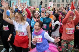 Belarus'ta kadınlar maraton öncesi eğleniyor