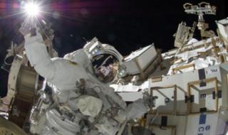 มนุษย์อวกาศได้รับผลกระทบจากรังสีคอสมิกที่แผ่มาต้องตัวอยู่ตลอดเวลา